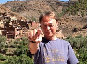 Merv pointing4